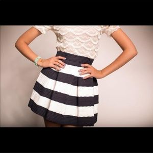 Touch Me black & white striped mini skirt Medium